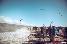 Jeep® X Red Bull Coast 2 Coast: Die Zuschauer feuern die Teilnehmer am Strand von Fehmarn an