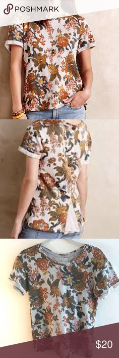 Saturday Sunday Floral Short Sleeve Top VEUC. Lightweight Sweatshirt Material. Detailed Back with buttons. Anthropologie Tops