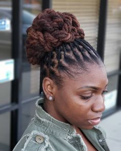 17 Bewitching Natural Bun Hairstyles Life – The Perfect Messy Bun in 3 Easy Steps Natural Bun Hairstyles, Cute Bun Hairstyles, Natural Hair Bun Styles, Back To School Hairstyles, Dreadlock Hairstyles, Party Hairstyles, Popular Hairstyles, Curly Hair Styles, Hairstyles Men