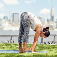 These core, strength, and flexibility-enhancing yoga poses lead up to full Vinyasa sequences even the not-so-seasoned yogi can master—so go with the flow! Yoga Sequences, Yoga Poses, 30 Day Yoga Challenge, Bikram Yoga, Yoga Fashion, Strike A Pose, Asana, Glutes, Workout Videos