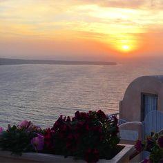Santorini sunset, Greece Santorini Sunset, Mental Health, Greece, Places To Go, Think, Creative, Instagram Posts, Outdoor, Greece Country