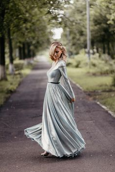 Are you a beginning portrait photographer who's having trouble posing models during a photoshoot? Self Portrait Poses, Female Portrait, Portrait Photographers, Body Photography, Photography Poses Women, Photography Ideas, Pose Reference Photo, Art Reference, Outdoor Shoot