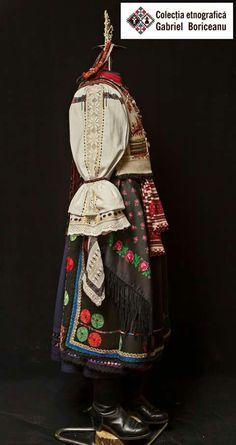Folk Costume, Costumes, Romania, Folk Art, Culture, Traditional, Christmas Ornaments, Holiday Decor, Bags