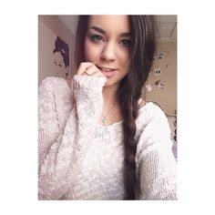 Hi I'm Sierra! I'm 16 and love cozying and cuddling up to the fireplace in winter and swimming and tanning in the summer! *giggles* the fact that I said that means I'm obviously single. Meghan Rienks, Aspyn And Parker, Youtube Stars, Girls Characters, Dream Hair, Celebs, Celebrities, Hair Goals, Autumn Winter Fashion