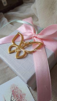Μοναδικές μπομπονιέρες βάπτισης μεταλλική χρυσή πεταλούδα πάνω σε κουτί by valentina-christina  #mpomponieres #mpomponieresgamou#βάφτιση#μπομπονιερα #μπομπονιέρες #μπομπονιερες#valentinachristina #vaptism#athens#greece#handmade#vaptisi #christeningfavors#greek#greekdesigners#handmadeingreece#greekproducts #μπομπονιερες #baptismfavors #μπομπονιέρες#μπομπονιέρα#μπομπονιέρα_πεταλουδα