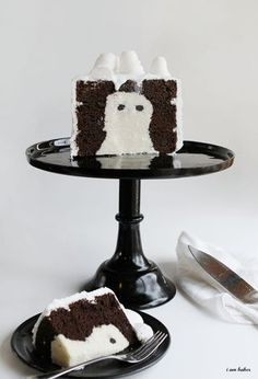 Ghoulishly fabulous! there's a ghost INSIDE the cake! from @Amanda Snelson Rettke