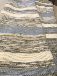 New Handwoven French-Canadian Queen Blanket Catalogne Weaving Projects, Weaving Techniques, Loom, Hand Weaving, Rag Rugs, Queen, French, Traditional, Blankets