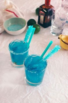 Hosting a breaking bad party? what better way to celebrate than with cocktails! Free tutorial with pictures on how to cook glass candy in under 90 minutes by cooking with food coloring, candy, and kosher salt. Inspired by breaking bad. Mixed Drinks, Fun Drinks, Yummy Drinks, Beverages, Party Drinks, Cocktails, Cocktail Desserts, Cocktail Recipes, Cocktail Drinks