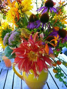 Wildflower bouquet idea, love the use of the purple cone flowers in this centrepiece.