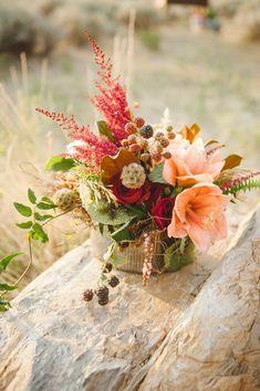 red + peach flower arrangement for a #fallwedding - Jessica White Photography - http://ruffledblog.com/glittery-thanksgiving-wedding-ideas/