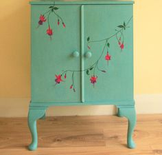Wanda Green provides us with fresh graphics of Superb Etsy Painted Furniture Vintage Hand Painted Shabby Chic Furniture on Wisatakuliner. Hand Painted Furniture, Paint Furniture, Repurposed Furniture, Shabby Chic Furniture, Furniture Projects, Furniture Makeover, Vintage Furniture, Home Furniture, Bedroom Furniture