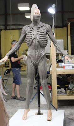 This is the sculpt of the suit version of the title creature for Ridley Scott's Alien Covenant. Alien Covenant, The Covenant, Giger Alien, Ridley Scott, Xenomorph, About Time Movie, My Best Friend, Sculpting, Movie Scene