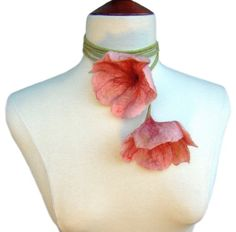 Felted pink flowers necklace