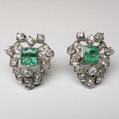 Love these #emerald and #diamond #deco #earrings #legioiedfunaro #gioielleria #gioielli #gioielliantichi #milano #antiques #jewellery #orecchini #smeraldi  -- more info online