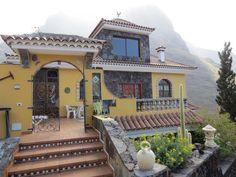 Hoch über den Dächern von Calera bietet das Casa Florida mehrere liebevoll ausgestattete Ferienwohnungen im kanarischen Stil.