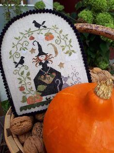 Cross Stitch Love, Cross Stitch Finishing, Cross Stitch Designs, Cross Stitch Patterns, Halloween Embroidery, Halloween Cross Stitches, Halloween Quilts, Quilt Stitching, Cross Stitching
