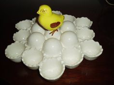 AAhhhhhh! I LOVE, so neat.  I collect egg plates and this is a great one! Want!
