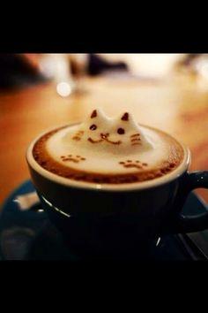 Kahvi maistuu töissäkin! Mjaukasta!