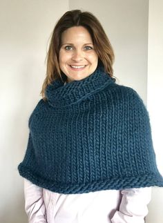 The term snood actually has two separate meanings. The traditional version of snood refers to a special type of hair gear which covers the hair and creates a hood at the back of the neck. Crochet Cape, Crochet Jacket, Knitted Poncho, Knit Jacket, Knit Cardigan, Knit Crochet, Capelet Knitting Pattern, Hand Knitting, Knitting Patterns