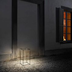 FLOS Ipnos outdoor by Nicoletta Rossi and Guido Bianchi luxurious outdoor floor lights mix illusion with function to create magical decorative lighting. Outdoor Floor Lamps, Outdoor Light Fixtures, Outdoor Flooring, Modern Floor Lamps, Outdoor Lantern, Stairs Flooring, Penny Flooring, Garage Flooring, Grey Flooring