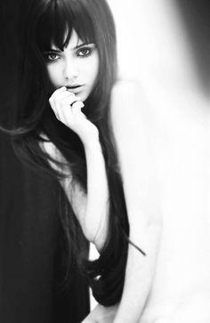 Portrait Photography l Beautiful l Black White. Pose Portrait, Portrait Photos, Portraits, Boudoir Photography, Portrait Photography, Really Long Hair, Too Faced, Catherine Deneuve, Foto Art