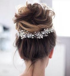 Wedding Hairstyle 35 Messy wedding hair updos for a gorgeous rustic country wedding to chic urban wedding. - Take a look at these 27 pretty messy wedding hair updos and they would fit in so well for a gorgeous rustic country wedding to chic urban wedding. Classic Wedding Hair, Messy Wedding Hair, Wedding Hair And Makeup, Perfect Wedding, Wedding Updo, Bridal Hair Updo High, Boho Wedding, Trendy Wedding, Bridal Updo