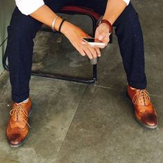 Tan shoes #brogues #oxford #instapic #menfashion #indianfashionblogger #menstyle #instafollow #thestylemirror #fashiongram #shoegram #menfashionblogger #tanshoes
