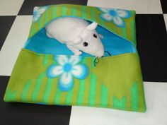 Rat hammock tutorial - Double Pocket Hammock 2 (site is in Dutch, but photos are easy to follow) #rats #tutorial