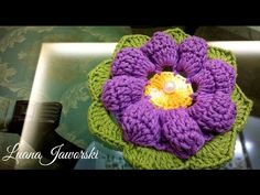 Flor Ciclame Crochê | Passo a Passo | Luana Jaworski - YouTube Crochet Brooch, Freeform Crochet, Crochet Art, Learn To Crochet, Irish Crochet, Crochet Shawl, Crochet Stitches, Crochet Flower Tutorial, Crochet Flower Patterns