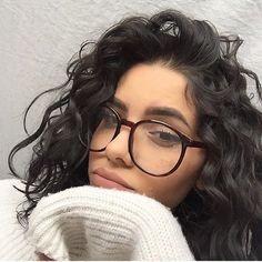 Resultado de imagem para curly hair and glasses