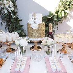 { via @noivinhasdeluxo } Lindeza de mesa chique, para inspirar noivados e chas! ✨💝 Bom dia 🌸🌸🌸 • #noivado #chadepanela #chadecozinha #chadelingerie #cake #bolo #decoração #decor #noiva #casamento #wedding #noivasdoes #detalhesqueinspiram