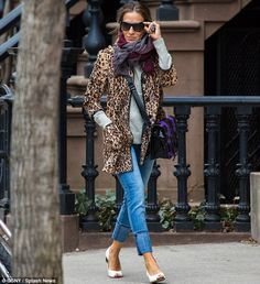 Sarah Jessica Parker's the queen of the concrete jungle in leopard print coat and $2k snakeskin handbag | Mail Online