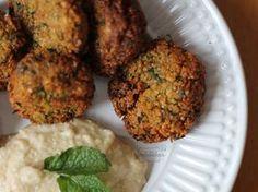 Como fazer o famoso Falafel, prato típico da cozinha árabe. Receita completa no Gordelícias.