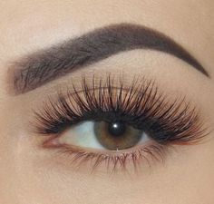 Voluminous Long Lashes, Natural and Clean