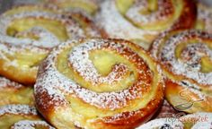 Pudding and quark worm Kuchen Food Cakes, Czech Desserts, Baked Camembert, Gula, Gateaux Cake, Cake Recipes, Dessert Recipes, Streusel Topping, Pudding Desserts