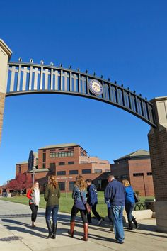 An admissions tour guide leads a visiting family near Marquette University's Alumni Memorial Union.