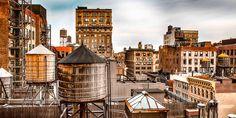 Wassertürme über den Dächern von Manhattan, New York