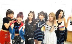 lmao, boA fits in with red velvet. Non-fans would assume she is a part of rv XD Kpop Girl Groups, Korean Girl Groups, Kpop Girls, Seulgi, Snsd, Red Velvet, Coral Cake, Kpop Girl Bands, Kim Yerim