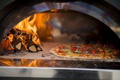 En vedfyrt steinovn gir deg den perfekte pizzaen med sprø bunn. Legger du i litt røykeflis vil opplevelsen bli helt … Pizza Dough, Food, Pai, Meal, Essen, Hoods, Meals, Eten, Bread Pizza