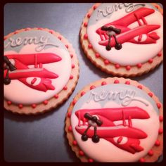 Vintage airplane themed cookies to match the aviator cake pops!