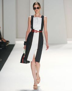 #harpersbazaar #newyork #fashionweek Carolina Herrera gave a lesson on figure-flattery with a black-and-white shift with a linear red belt.