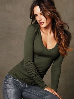 Long Sleeve V neck Tee in Fennel