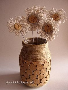 Glass jar Shabby brings flowers lined with cork stoppers - The Italian blog on the Shabby Chic and beyond