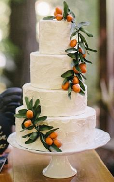 wedding cakes with cupcakes I love this idea! Garnish a simple white tiered wedding cake with colorful fruit. Citrus Cake, Mediterranean Wedding, Croquembouche, Orange Wedding, Orange Blossom Wedding, Fruit Wedding, Cake Wedding, Winter Wedding Cakes, Wedding Cake Inspiration