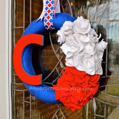 Chicago Cubs wreath, I have to try and make something like this. Diy Wreath, Burlap Wreath, Wreath Ideas, Cubs World Series, Sports Wreaths, Go Cubs Go, Deco Wreaths, Cubs Baseball, Roomspiration