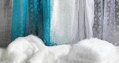 Entdecken Sie unsere vielfältige Auswahl an #winterlichen Stoffen. Als da wären: #Chiffonstoff in #Eiskristallmuster, #Florgras, #Plüsch, #Filz und #Flokati als perfekte #Schneeimitation für größere Flächen und natürlich #transparente, #irisierende und #holografische #Stanzoptikfolien. #Winterstoffe #Winterdeko #Hurraesschneit http://www.decowoerner.com/de/Saison-Deko-10715/Winter-10765/Winter-Stoffe-10770.html
