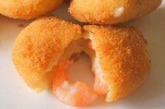 TudoReceitas.com - Receita de Rissóis de camarão #entrada #petiscos #aperitivo #camarão #rissol #comida #receitas #TudoReceitas