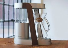 sleek coffee maker >> automatically determines the amount of water you've added to the tank and adjusts brewing time accordingly.