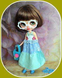 7 pieces Blythe doll outfit, dress, shoes, eyeglasses, shoulder bag, dress hangers  http://www.ebay.co.uk/itm/-/262706474404