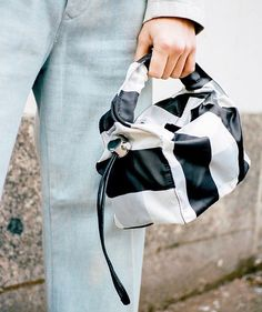 Leather Handbags, Leather Bag, Fashion Handbags, Bag Accessories, Cool Designs, Street Style, Backpacks, Bag Design, Clothes